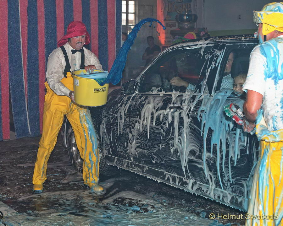 Circus Krone - CLOWN-CAR-WASH