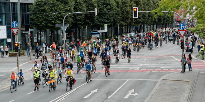 Große Altstadt-Radlring-Demo des Radentscheids mit 4.000 Teilnehmer:innen